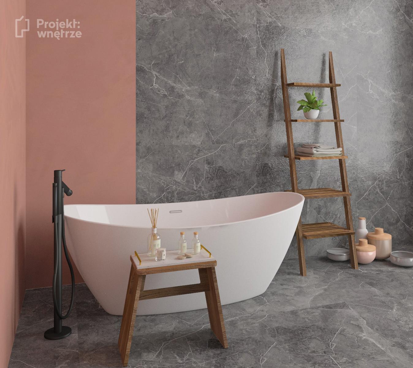 Łazienka róż szarość wanna wolnostojąca - projekt łazienki w kolorze różu z szarymi płytkami i drewnem - Projekt wnętrze - www.projektwnetrze.com.pl